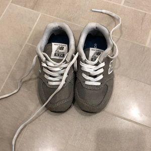 New balance WIDE 5.5 toddler sneaker (574)